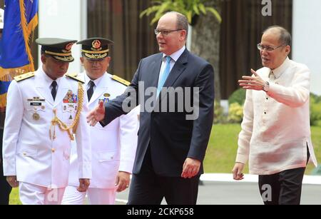 Philippines President Benigno Aquino (R) and Prince Albert II of Monaco gesture at the presidential palace in Manila April 7, 2016.      REUTERS/Romeo Ranoco - Stock Photo