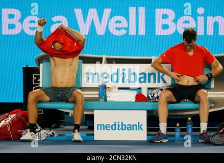 Britain's Jamie Murray (R) and Brazil's Bruno Soares change their shirts during their doubles final match at the Australian Open tennis tournament at Melbourne Park, Australia, January 30, 2016. REUTERS/Issei Kato - Stock Photo
