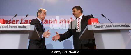 Outgoing leader of Germany's Social Democratic Party (SPD) Franz Muentefering (L) shakes hands with Sigmar Gabriel during a news conference after the party board elected Gabriel as candidate for party leader in Berlin October 5, 2009.  REUTERS/Thomas Peter (GERMANY POLITICS) Stock Photo