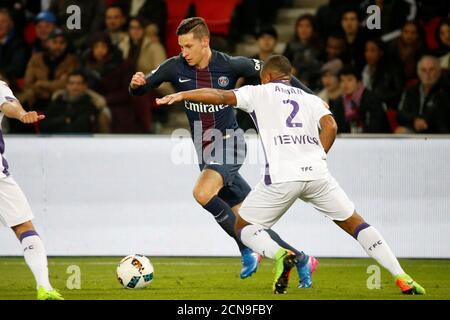French Football Soccer - Paris Saint Germain FC v Toulouse - French Ligue 1 - Parc des Princes stadium, 19/2/2017.  Julian Draxler of Paris Saint Germain FC in action during his match against Toulouse. REUTERS/Charles Platiau