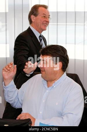 Outgoing leader of Germany's Social Democratic Party (SPD) Franz Muentefering (L) welcomes Sigmar Gabriel, candidate for party leader, during a party leaders meeting in Berlin October 19, 2009.   REUTERS/Fabrizio Bensch (GERMANY POLITICS IMAGES OF THE DAY) Stock Photo