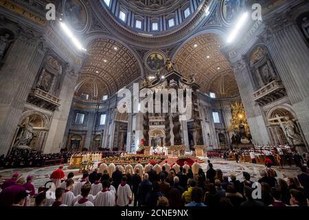 Pope Francis celebrates Epiphany Holy Mass in Saint Peter's Basilica, Vatican, Rome, Lazio, Italy, Europe - Stock Photo