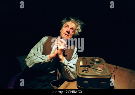 Edward Petherbridge (Krapp) in KRAPP'S LAST TAPE by Samuel Beckett at the Arts Theatre, London WC2  08/01/1999   a Royal Shakespeare Company (RSC) production  design: Anthony Rowe  directors: Edward Petherbridge & David Hunt - Stock Photo