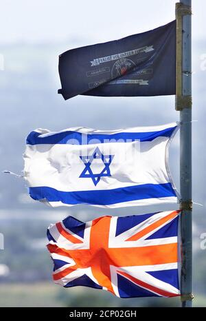 Israeli flag flying high in Loyalist Protestant areas of North Belfast, August 15, 2002, while Palestinian flags are being flown in catholic areas of the city. New colourful Irish Republican-Palestinian murals have appeared on walls in west Belfast, Northern Ireland recently in support of the middle east crisis. REUTERS/Paul McErlane  PM/AH - Stock Photo