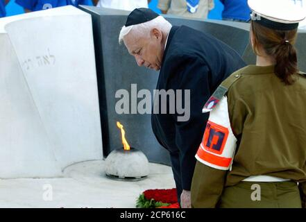 ISRAELI PRIME MINISTER ARIEL SHARON ATTENDS A CEREMONY AT THE GRAVE SITE OF LATE PRIME MINISTER YITZHAK RABIN IN JERUSALEM. - Stock Photo