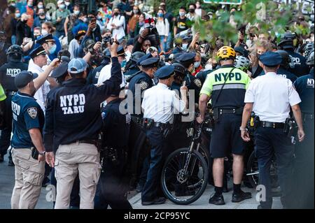 Protestors are arrested by NYPD offiicers during a demonstration against Immigration and Customs Enforcement in New York City on September 18, 20202. For a third day in a row, protestors demonstrated against alleged accusations that a physician perfomed medically unnecessary hysterectomies on undocumented women in I.C.E. custody. (Photo by Gabriele Holtermann/Sipa USA) Credit: Sipa USA/Alamy Live News - Stock Photo