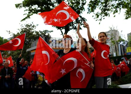 Supporters of Turkey's main opposition Republican People's Party (CHP) wave national flags during a Youth and Sports Day celebration in Istanbul, Turkey, May 19, 2017. REUTERS/Murad Sezer - Stock Photo