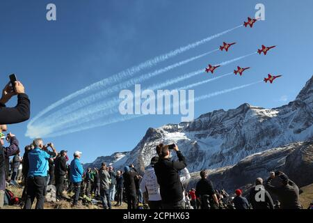 Members of the Patrouille Suisse perform in their Swiss Air Force Northrop F-5E Tiger II fighter jets during a flight demonstration of the Swiss Air Force over the Axalp in the Bernese Oberland, Switzerland October 12, 2017.  REUTERS/Arnd Wiegmann - Stock Photo