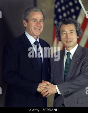 U.S. PRESIDENT BUSH POSES WITH JAPANESE PRIME MINISTER KOIZUMI BEFORE WORKING LUNCH AT IIKURA HOUSE IN TOKYO.   U.S. President George W. Bush poses with Japanese Prime Minister Junichiro Koizumi before a working lunch at the Foreign Ministry's Iikura House in Tokyo February 18, 2002. Bush is in Tokyo on a three-day official visit. REUTERS/Eriko Sugita