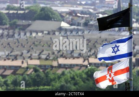 Israeli flag flying high in Loyalist Protestant areas of North Belfast on August 15, 2002, while Palestinian flags are being flown in catholic areas of the city. New colourful Irish Republican-Palestinian murals have appeared on walls in west Belfast, Northern Ireland recently in support of the middle east crisis. REUTERS/Paul McErlane  PM/AH - Stock Photo