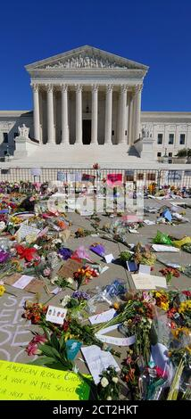 Washington, DC, September 20, 2020, USA: Flowers adorn the area around the US Supreme Court in Washington DC, after SC Justice Ruth Bader Ginsburg died. Patsy Lynch/MediaPunch Credit: MediaPunch Inc/Alamy Live News