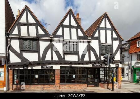 A Historic Building in the  High Street, Salisbury now a Prezzo restaurant. - Stock Photo