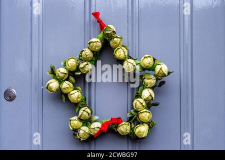A Christmas Wreath Hanging On A Door, High Street, Lewes, East Sussex, UK. - Stock Photo