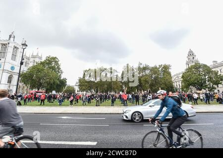 London, UK. 29th Sept 2020. Events Industry workers gather for the silent protest #WeMakeEvents - 'Stand As One' at Parliament Square In London, United Kingdom on 29th September 2020. Photo by Tabatha Fireman/Female Perspective/Alamy Live News - Stock Photo
