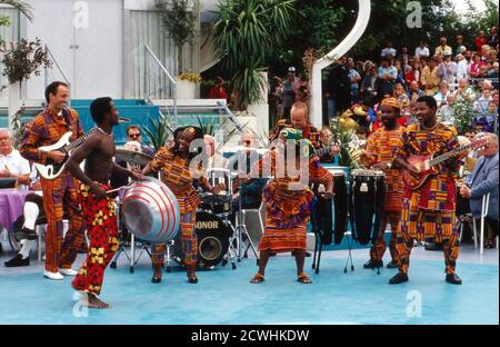 ZDF Fernsehgarten, Sonntags-Unterhaltungsshow, Sendung vom 3. Juli 1994, Gaststar: afrikanische Showband Stock Photo
