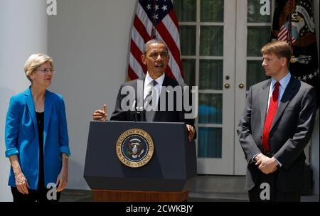 U.S. President Barack Obama (C) announces that Richard Cordray (R) is his choice to serve as the first Director of the Consumer Financial Protection Bureau, in the Rose Garden of the White House in Washington, July 18, 2011. At left is special assistant to the president Elizabeth Warren.              REUTERS/Larry Downing (UNITED STATES - Tags: POLITICS BUSINESS) - Stock Photo