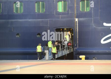 Piraeus, Greece. 29th Sep, 2020. The results of the molecular test for coronavirus carried out by EODY on the 12 employees of the cruise ship 'Mein Schiff 6' were negative at the port of Piraeus, Greece on September 29, 2020. (Photo by Dimitrios Karvountzis/Pacific Press/Sipa USA) Credit: Sipa USA/Alamy Live News - Stock Photo
