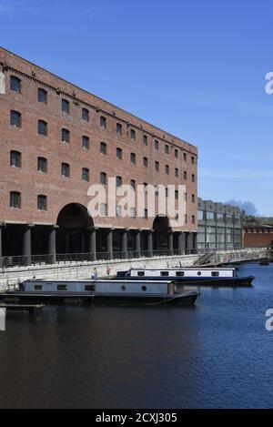 Titanic Hotel, Liverpool, England, UK. Part of the redevelopment of the historic Stanley Dock complex. - Stock Photo