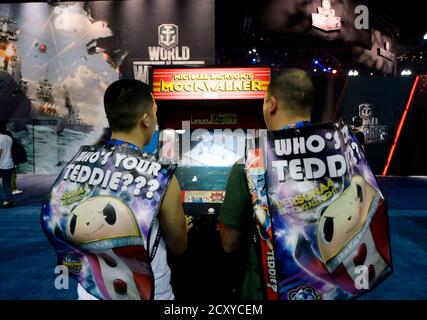 Attendees play a classic video game, 'Michael Jackson's Moonwalker', based on the 1988 film about Michael Jackson, 'Moonwalker', at the 2014 Electronic Entertainment Expo, known as E3, in Los Angeles, California June 10, 2014.  REUTERS/Kevork Djansezian (UNITED STATES - Tags: SCIENCE TECHNOLOGY BUSINESS SOCIETY) - Stock Photo