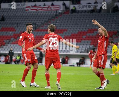 Allianz Arena Munich Germany 30.09.20, Football: German SUPERCUP FINALE 2020/2021, FC Bayern Muenchen (FCB, red) vs Borussia Dortmund (BVB, yellow) 3:2 — from left: Corentin Tolisso (FC Bayern München), Thomas Müller (FC Bayern München), Robert Lewandowski (FC Bayern München), celebrate  Foto: Bernd Feil/M.i.S./Pool/via Kolvenbach   Only for editorial use!  DFL regulations prohibit any use of photographs as image sequences and/or quasi-video.     National and international NewsAgencies OUT.