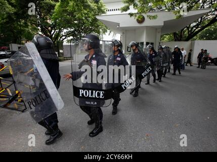 Riot police stand in a walk outside the U.S. embassy before a protest by a group of Muslims in Bangkok September 18, 2012. Demonstrators stage a peaceful protest against the anti-Islam film on Tuesday. Demonstrators staged a peaceful protest against the anti-Islam film on Tuesday. Around 300 anti-American protesters holding Muslim flags and banners condemned America and chanted 'Allahu Akbar', which means God is great. REUTERS/Chaiwat Subprasom (THAILAND - Tags: RELIGION CIVIL UNREST POLITICS) - Stock Photo