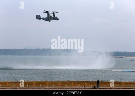 A U.S. Marine Corps MV-22B Osprey aircraft performs a manoeuvre during an aerial display ahead of the Singapore Airshow February 9, 2014.    REUTERS/Edgar Su (SINGAPORE - Tags: BUSINESS TRANSPORT MILITARY) - Stock Photo