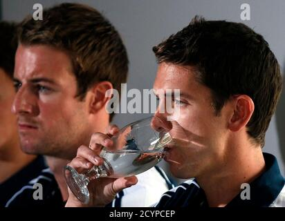 Members of Australia's 4x100m freestyle relay team at the London Olympic Games Eamon Sullivan (R) drinks a glass of water as team mate James Magnussen sits next to him during a media conference at a hotel in Sydney February 22, 2013. Magnussen and his team mates from the relay squad have admitted using a sedative banned by their national Olympic committee in a bonding session before the London Games. REUTERS/David Gray (AUSTRALIA - Tags: SPORT SWIMMING DRUGS SOCIETY OLYMPICS) - Stock Photo