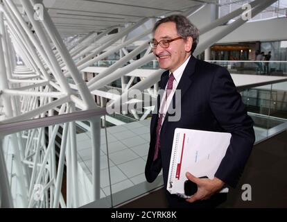 Michael Sabia, president and chief executive officer of Caisse de depot et placement du Quebec (CDP), leaves following a news conference for the release of their 2013 financial results in Montreal, February 26, 2014. REUTERS/Christinne Muschi (CANADA - Tags: BUSINESS)