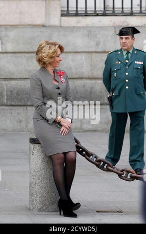 Madrid's regional president Esperanza Aguirre waits for the arrival of Britain's Prince Charles outside the Madrid regional government headquarters in central Madrid, March 30, 2011. Prince Charles and his wife Camilla, the Duchess of Cornwall, are in Spain on an official visit. REUTERS/Juan Medina (SPAIN - Tags: POLITICS ROYALS)