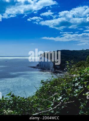 Clear views of a white cliff in Dover