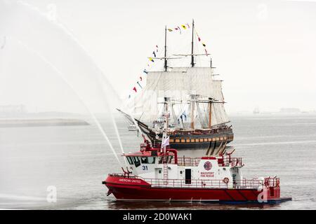 Boston, Massachusetts. 13th June, 2017. SSV Oliver Hazard Perry during Parade of Sail at Sail Boston. Photographed from the USS Whidbey Island. - Stock Photo