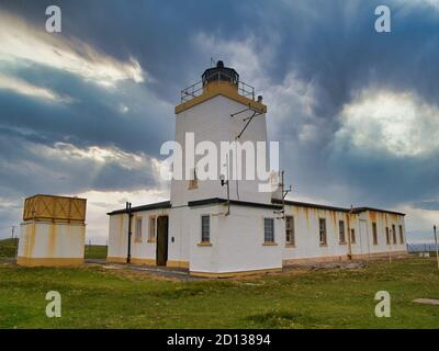 Eshaness Lighthouse in Northmavine, Shetland, Scotland, UK - built by David Alan Stevenson, one of the 'lighthouse' Stevensons, between 1925 and 1929. - Stock Photo