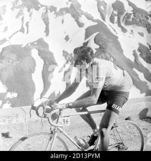 Fausto Coppi (Ita) engaged on the ascent of Pordoi during the 19th stage (Auronzo-Bolzano) of the 36th Giro d'Italia, 31 May 1953. --- Fausto Coppi (Ita) impegnato sulla salita del Pordoi durante la 19° tappa (Auronzo-Bolzano) del 36° Giro d'Italia, 31 maggio 1953.