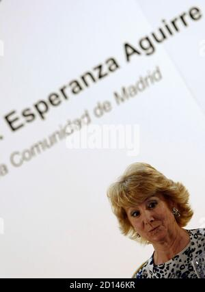Esperanza Aguirre (L), the president of the Madrid Regional Government and one of the main Popular Party (PP) leaders, prepares to speak at a political luncheon in Madrid April 7, 2008. REUTERS/Sergio Perez (SPAIN)