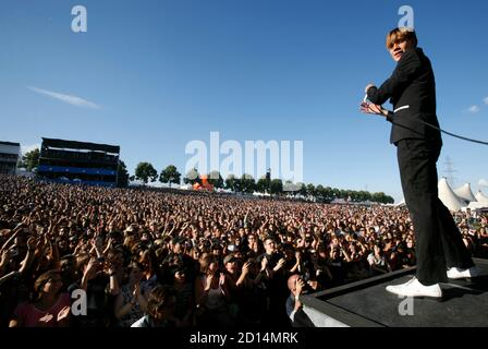 Lead singer Howlin' Pelle Almqvist of Swedish band The Hives performs at the Paleo Music Festival in Nyon July 22, 2008.  REUTERS/Denis Balibouse   (SWITZERLAND) - Stock Photo