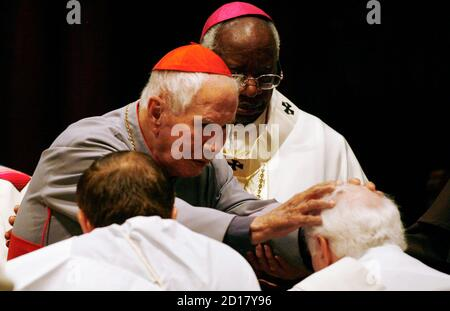 Dom Luis Mendez (top L), Patriarch of the Catholic Apostolic National Church based in Brazil, lays hands on two newly-ordained married priests during an ordination and mass held by excommunicated Roman Catholic Archbishop Emmanuel Milingo (top R) at the Trinity Reformed Church in West New York, New Jersey, December 10, 2006. Dom Luis Mendez presides over 5000 married priests and his church has over 5 million members worldwide.  REUTERS/Jeff Zelevansky (UNITED STATES) - Stock Photo