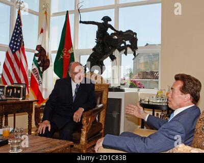 The Aga Khan (L), spiritual leader of Ismaili Muslims, and California Governor Arnold Schwarzenegger talk in Santa Monica, California, April 14, 2008.  The Aga Khan is visiting the Governors of the U.S. states of Texas, California, Illinois and Georgia.   REUTERS/Lucy Nicholson  (UNITED STATES) - Stock Photo