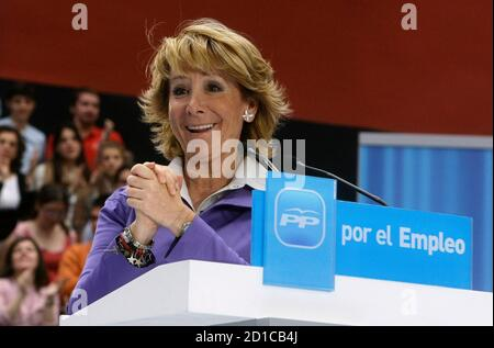 Madrid's regional President Esperanza Aguirre acknowledges applause during a rally about employment in Madrid April 25,  2009.  Banner reads 'For employment'. REUTERS/Andrea Comas (SPAIN POLITICS EMPLOYMENT BUSINESS)
