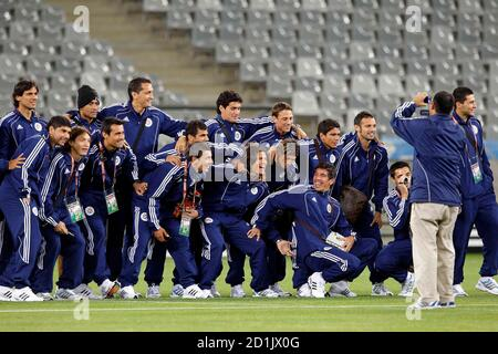Members of Paraguay's national soccer team pose for a group picture during a visit to the Green Point stadium in Cape Town June 13, 2010.  REUTERS/Carlos Barria (SOUTH AFRICA - Tags: SPORT SOCCER WORLD CUP)