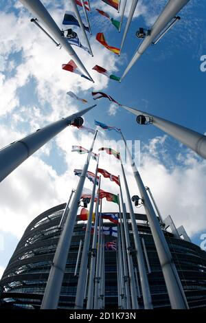 Flags of European Union member states fly in front of the European Parliament building in Strasbourg July 13, 2009, on the eve of the election of its new president. REUTERS/Vincent Kessler  (FRANCE POLITICS)