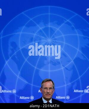 Michael Diekmann, CEO of Europe's biggest insurer Allianz, arrives for the company's annual news conference in Munich February 25, 2010. Allianz on Thursday forecast a stagnating year ahead, mired in low economic growth and high unemployment.   REUTERS/Michaela Rehle (GERMANY - Tags: BUSINESS)