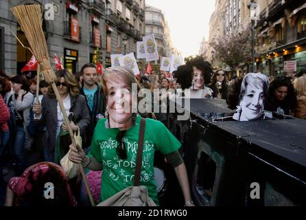 Demonstrators wearing masks depicting Madrid's regional president Esperanza Aguirre march calling for more and better public education in central Madrid March 25, 2009. REUTERS/Andrea Comas (SPAIN CONFLICT POLITICS EDUCATION)