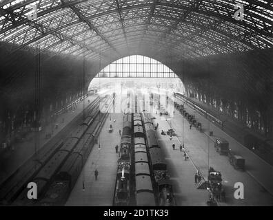 ST PANCRAS STATION, Camden, London. An interior view of St Pancras Station, looking down on the platforms which are busy with commuters. A line of hackney - Stock Photo
