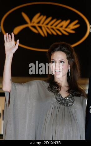 Cast member Angelina Jolie waves after the screening of 'The Exchange' by U.S. director Clint Eastwood at the 61st Cannes Film Festival May 20, 2008.    REUTERS/Vincent Kessler  (FRANCE)