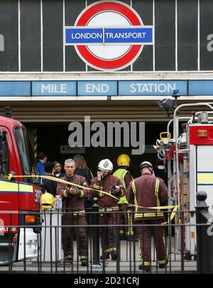 Members of the emergency services gather at the scene of a train derailment near Mile End in east London, July 5, 2007. An underground train came off the rails in London on Thursday and the London Underground transport system said it was investigating whether there had been an obstruction on the track. REUTERS/Stephen Hird  (BRITAIN) - Stock Photo