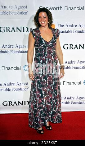 Musician Sarah McLachlan arrives at the 11th annual Andre Agassi Charitable Foundation's Grand Slam benefit concert at the MGM Grand Garden Arena in Las Vegas, Nevada October 7, 2006. Picture taken October 7, 2006. REUTERS/Tiffany Brown  (UNITED STATES) - Stock Photo