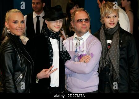 German actor Uwe Ochsenknecht, his son's Wilson Gonzalez and Jimi Blue (R) and his wife Natascha arrive for the 'Echo Music Awards' ceremony in Berlin March 25, 2007. The German Phonographic Academy honours artists from all over the world in 24 categories.     REUTERS/Tobias Schwarz (GERMANY) - Stock Photo