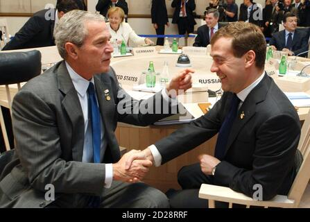 U.S. President George W. Bush (L) talks with Russian President Dmitry Medvedev before the start of a working session at the Group of Eight (G8) Hokkaido Toyako Summit in northern Japan July 8, 2008. REUTERS/Tomohiro Ohsumi/POOL (JAPAN)