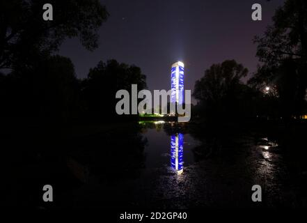 The Post Tower, headquarters of German postal and logistics group Deutsche Post AG, is reflected in a nearby lake in Bonn April 20, 2009. Deutsche Post AG will hold its annual shareholders meeting in Frankfurt on Tuesday.   REUTERS/Wolfgang Rattay   (GERMANY BUSINESS)