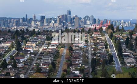 Downtown Vancouver is seen from Burnaby, British Columbia April 28, 2008.       REUTERS/Andy Clark     (CANADA) - Stock Photo